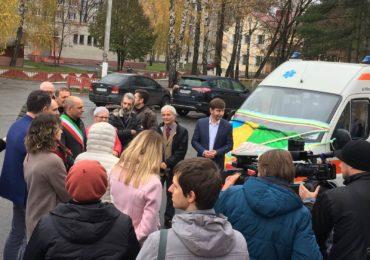 Новий Чернігів: Парк Чернігівського медичного центру сучасної онкології поповнився автомобілем швидкої допомоги.