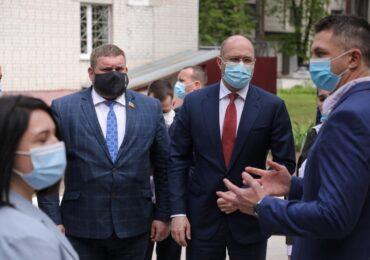 Прем'єр-міністр України Денис Шмигаль ознайомився з роботою відділення променевої терапії та лінійного прискорювача Чернігівського медичного центру сучасної онкології.